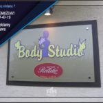 Body Studio - tablica reklamowa