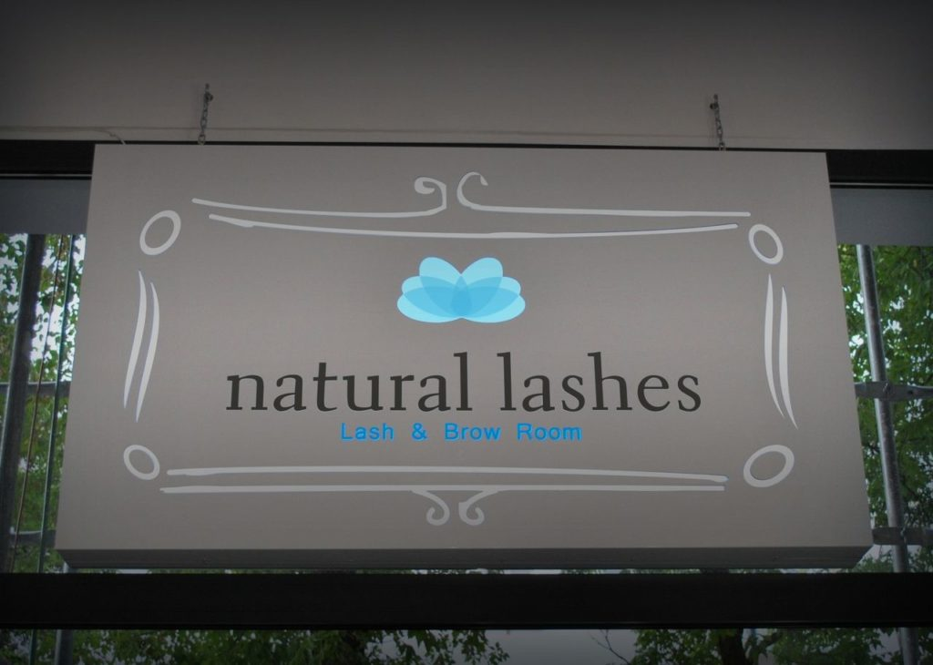Kaseton z dibondu. Salon Rzęs Natural Lashes.